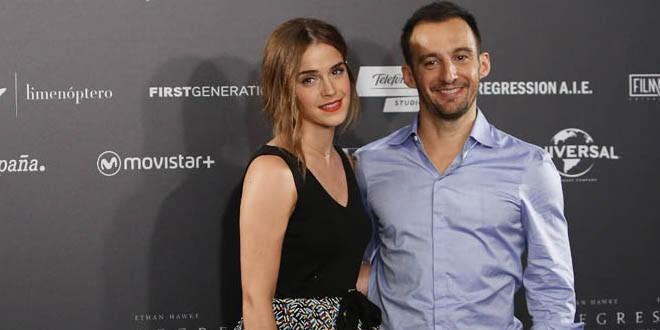 Эмма вместе с режиссером картины Алехандро Аменабар