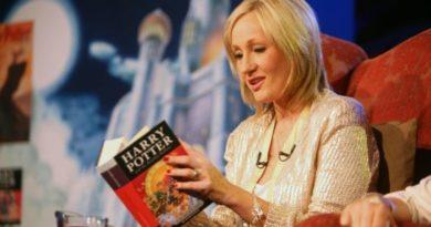 Дж.К.Роулинг разрешит учителям читать вслух «Гарри Поттера» во время эпидемии